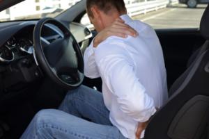 Dicas de postura ideal para dirigir e evitar dores na coluna