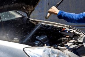 Como lavar o motor do carro sem prejudicá-lo: veja dicas importantes