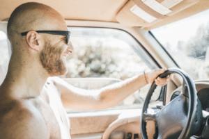 dirigir-sem-camisa