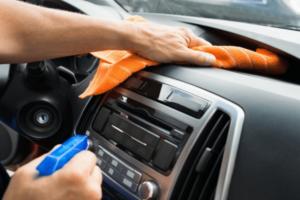 higienizar-parte-interna-do-carro