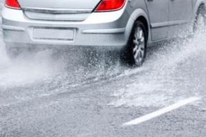 Chuva: aquaplanagem pode causar acidentes na estrada