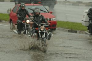 aquaplanagem-pode-causar-acidentes