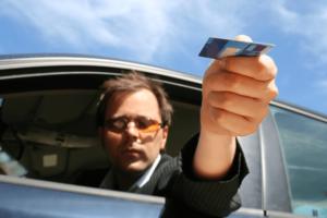É possível pagar o pedágio com cartão de crédito ou débito? Descubra