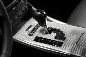 Quais são os maiores erros ao dirigir carros com câmbio automático?