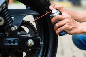 Veja a importância de manter a manutenção na corrente da moto